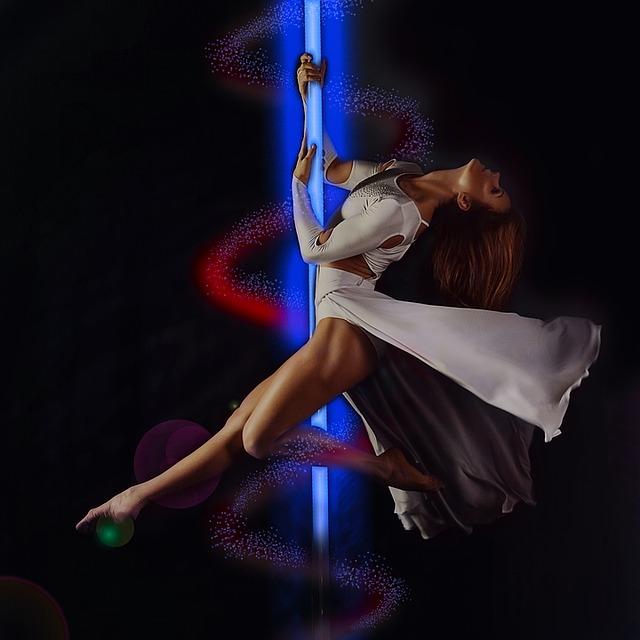 žena při pole dance