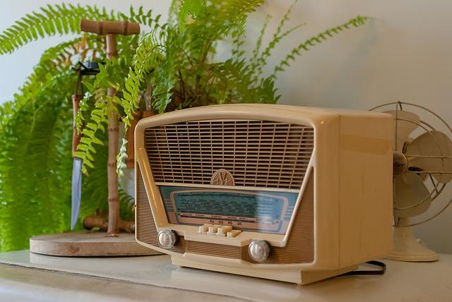 béžové rádio